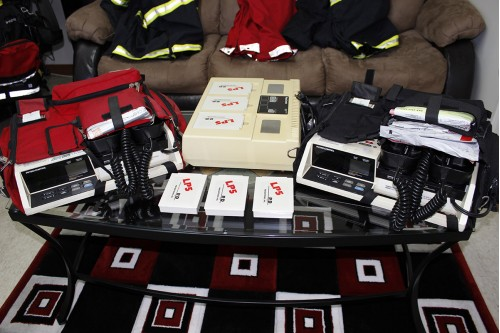 2 LIFEPAK 10C WITH BATTERY CHARGER AND 6 NEW BATTERY
